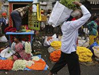 Продавцы на оптовом рынке в Бангалоре, Индия