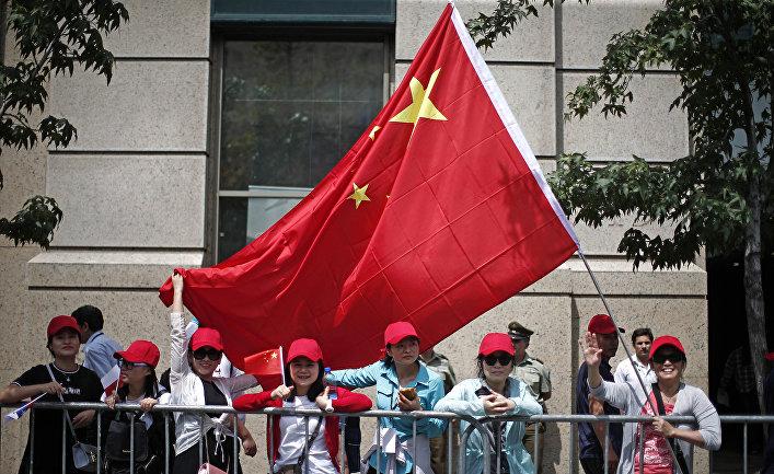Члены китайской общины, проживающие в Чили приветствуют председателя КНР Си Цзиньпина