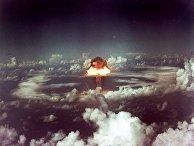 В 1952 году Соединенные Штаты сбросили ядерную бомбу Ivy King к северу от острова Рунит