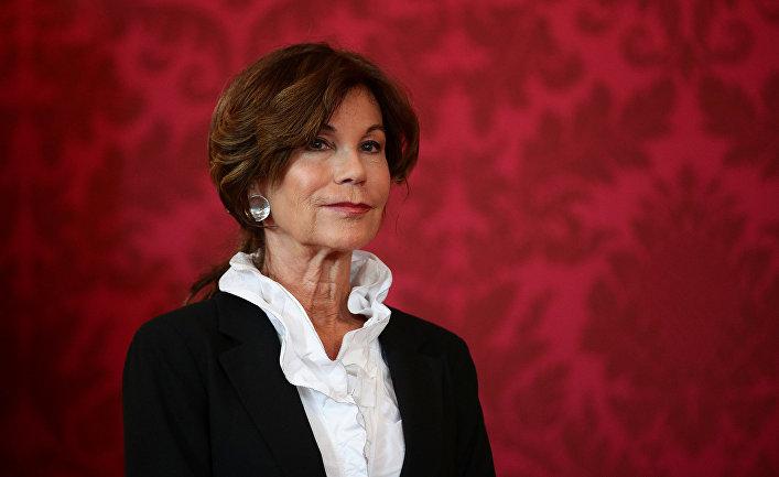 Назначенный канцлер Брижит Бирлейн на пресс-конференции в Вене