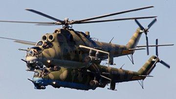 Ударные вертолеты МИ-24 во время репетиции военно-морского парада