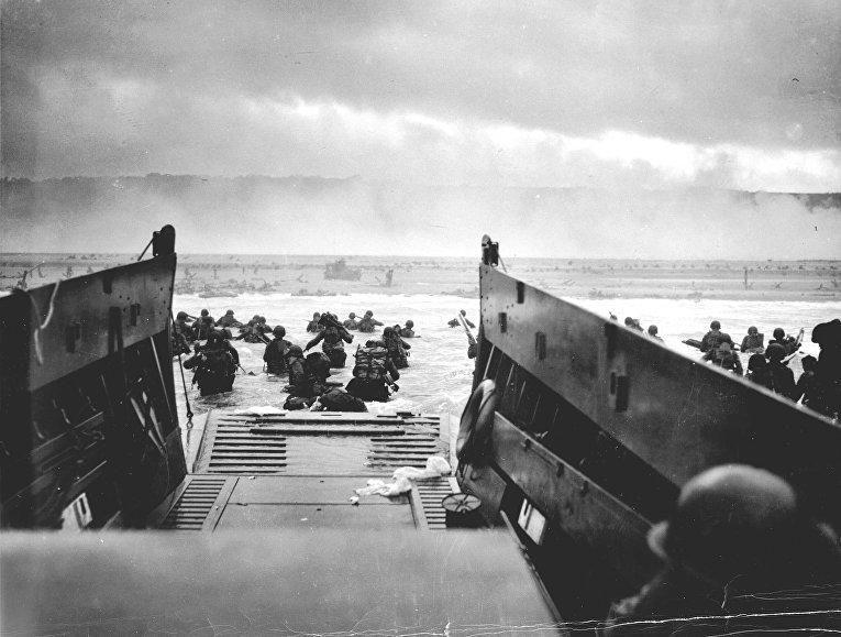 Высадка войск американской 1-й пехотной дивизии в Нормандии