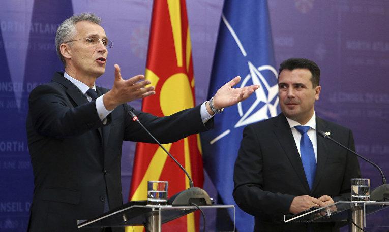 Генеральный секретарь НАТО Йенс Столтенберг во время пресс-конференции с премьер-министром Северной Македонии Зораном Заевым в Скопье