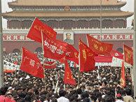 4 мая 1989 года. Участники демонстрации на площади Тяньаньмэнь в Пекине