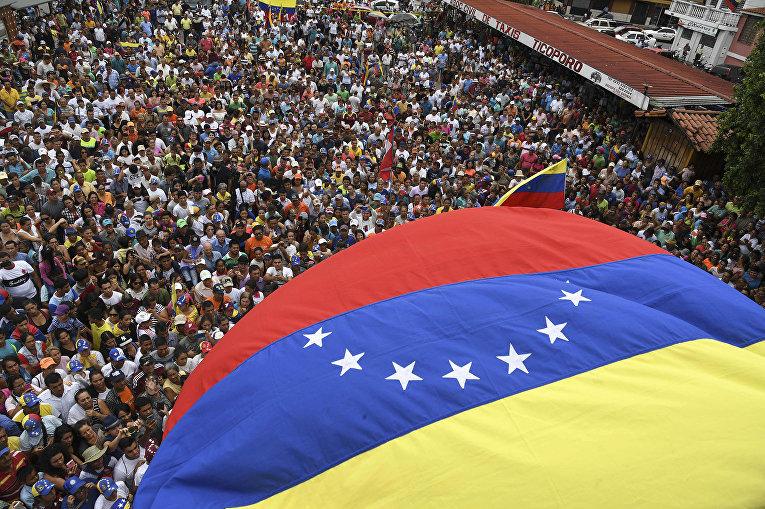 Сторонники лидера венесуэльской оппозиции Хуана Гуайдо на митинге в Сокопо, Венесуэла