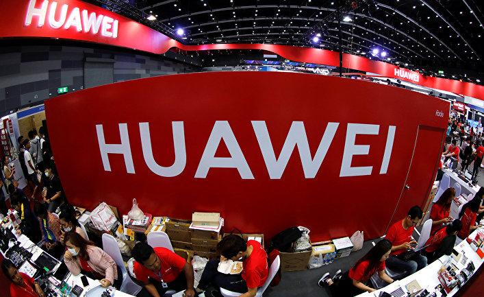 Стенд Huawei на выставке Mobile Expo в Бангкоке, Таиланд