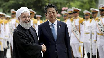 Премьер-министр Японии Синдзо Абэ и резидент Ирана Хасан Роухани в Тегеране