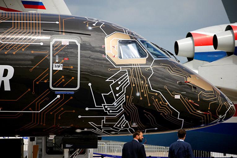 Пассажирский самолёт Embraer E195-E2