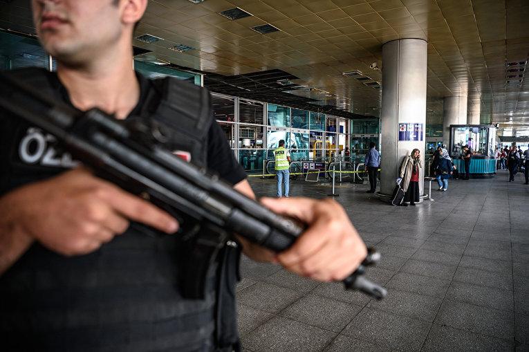 Сотрудник полиции в Стамбуле