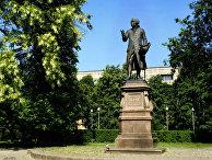 Памятник немецкому философу Иммануилу Канту в Калининграде