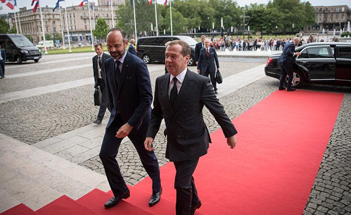 Председатель правительства РФ Дмитрий Медведев и премьер-министр Франции Эдуар Филипп