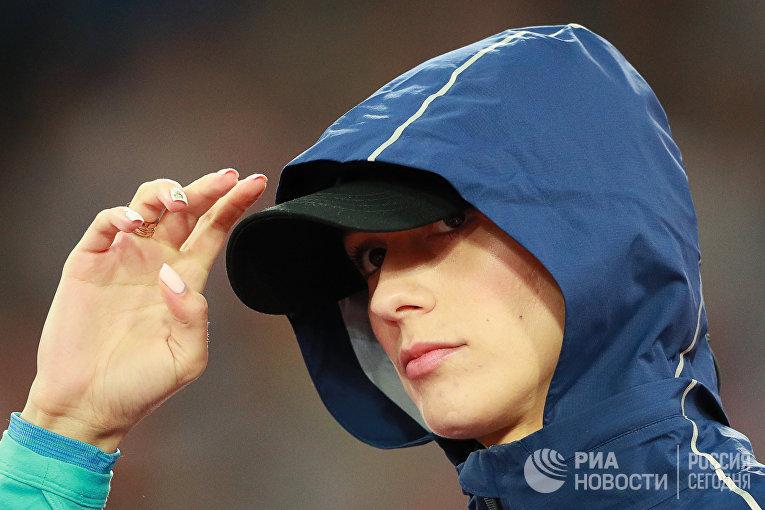 Мария Ласицкене (АNA) перед началом квалификационных соревнований по прыжкам в высоту среди женщин на чемпионате мира 2017 по легкой атлетике в Лондоне.