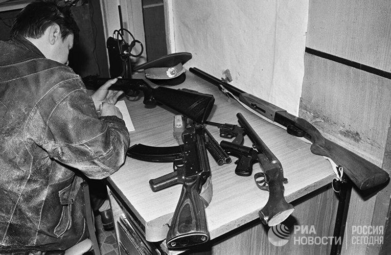 Изъятое в результате обыска оружие после проведенной операции РУОП