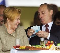 Глава российского государства Владимир Путин с супругой Людмилой