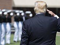 Президент США Дональд Трамп во время церемонии открытия академии береговой охраны США в Нью-Лондоне, штат Коннектикут