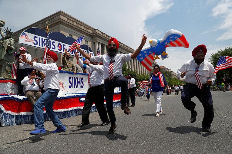 Участники праздничного парада в Вашингтоне
