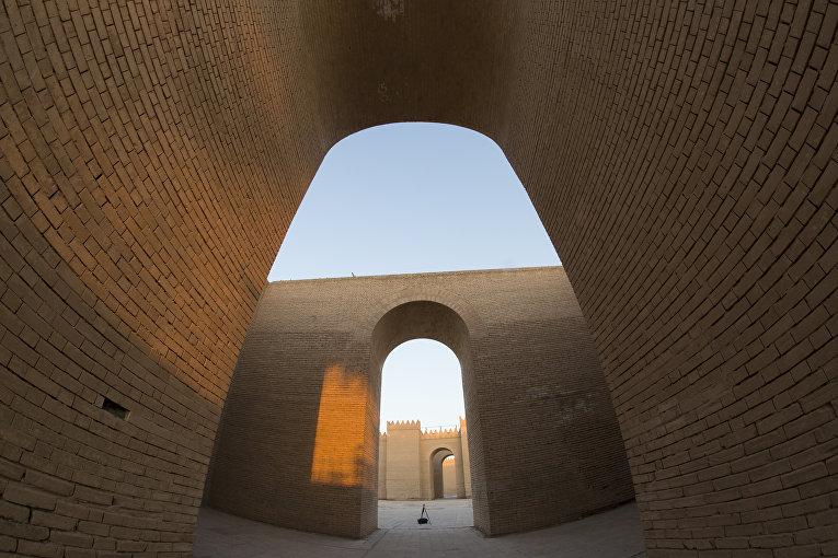 Руины древнего Вавилона недалеко от Багдада, Ирак