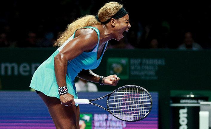Серена Уильямс (США) в полуфинальном матче итогового турнира Женской теннисной ассоциации (WTA) против Каролины Возняцки (Дания)