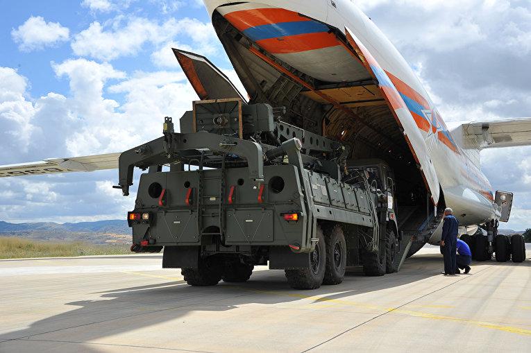 Первые поставки С-400, военный аэропорт неподалеку от Анкары, Турция