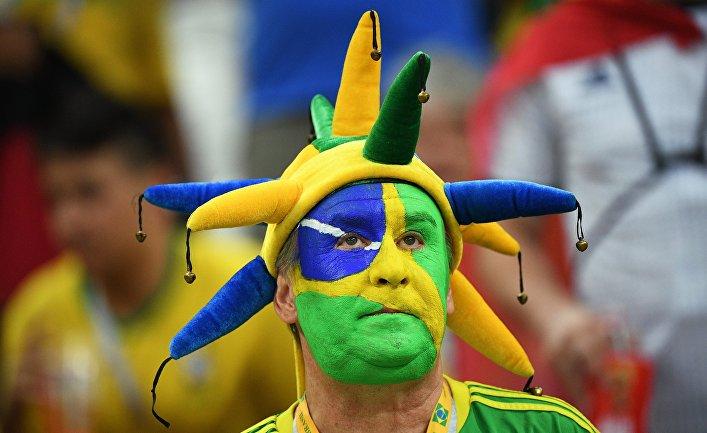 Болельщики перед матчем ЧМ-2018 по футболу между сборными Бразилии и Бельгии