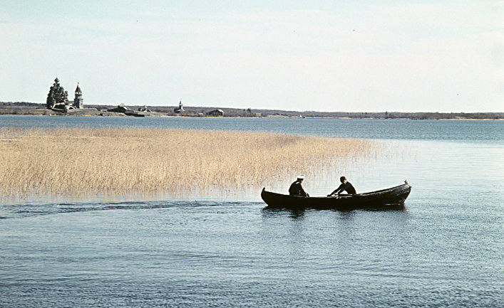На лодке к острову Кижи.