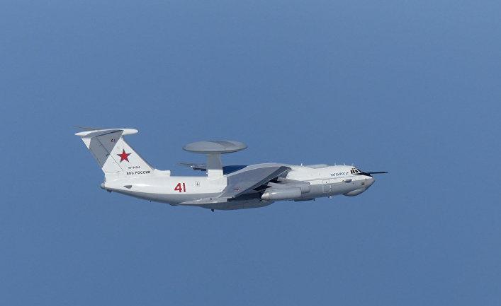 Российский самолет А-50 пролетает вблизи спорных островов Такэсима в Японии и Докдо в Южной Корее