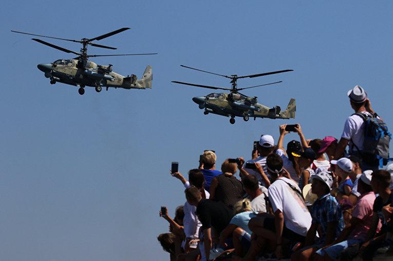 Военные вертолеты на праздновании Дня ВМФ в Севастополе