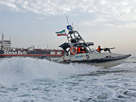 Солдаты Корпуса стражей исламской революции у танкера под британским флагом Stena Impero у иранского портового города Бандар-Аббас