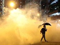 Участник акции протеста в Гонконге