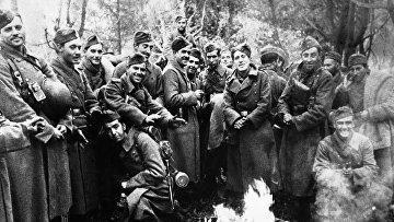 Бойцы «Голубой дивизии» у костра на Московском фронте 15 декабря 1941 года