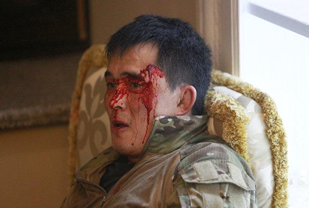 Сотрудник государственных сил безопасности Кыргызстана, получивший ранение во время операции по задержанию Алмазбека Атамбаева