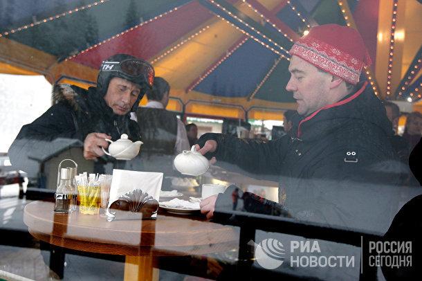 """Д.Медведев и В.Путин на горнолыжном курорте """"Красная Поляна"""""""