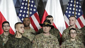 Солдаты из Польши и США в аэропорту Варшавы