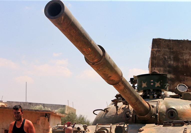 Сирийские правительственные войска в окресностях сирийского города Хан-Шейхун