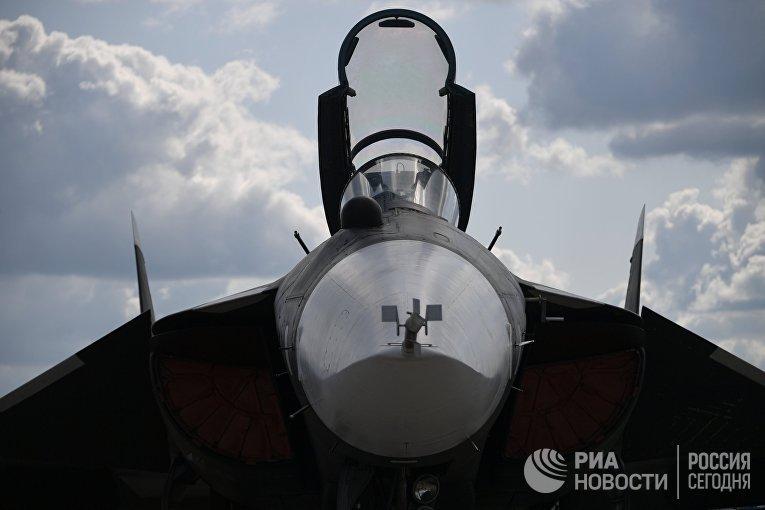 Экспериментальный российский перспективный палубный истребитель СУ-47