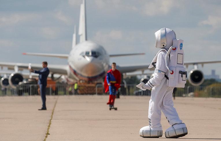 Промоутеры на авиасалоне МАКС-2019