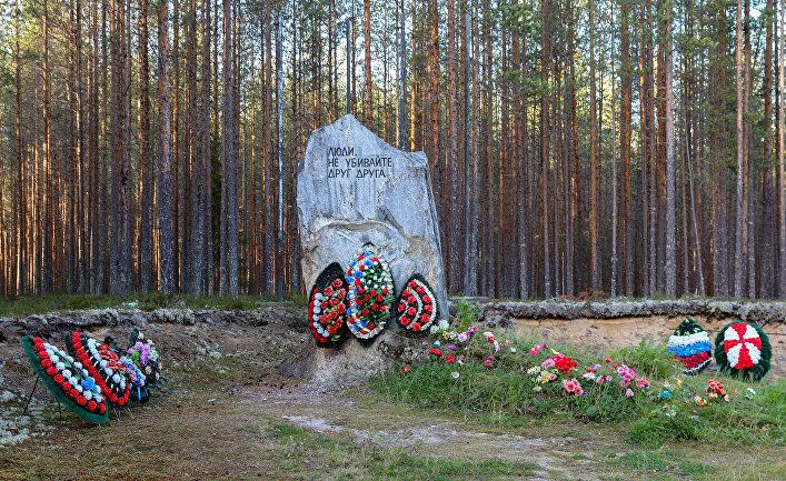 Памятный знак на месте массовых казней в урочище Сандормох