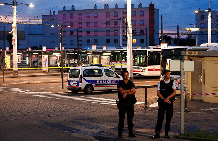 Французская полиция на месте убийства в Виллербане