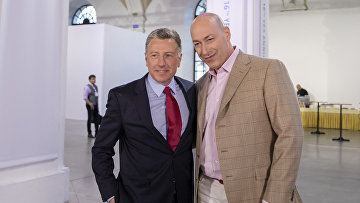 Американский дипломат Курт Волкер и украинский журналист Дмитрий Гордон