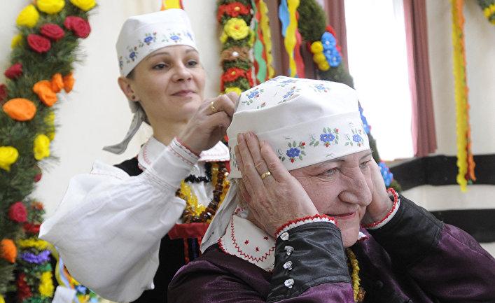 Женщины в деревне Збойна, Польша