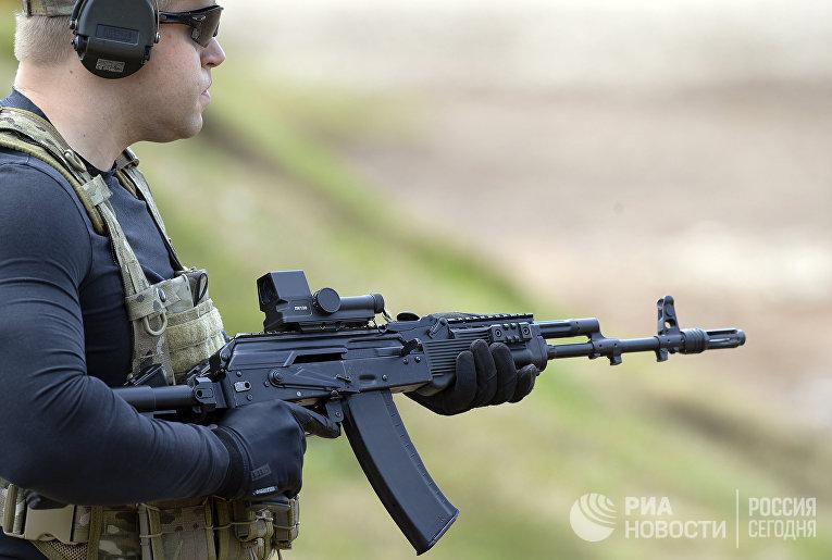 Демонстрационная стрельба из автомата АК-74М