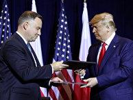 Президент США Дональд Трамп и президент Польши Анджей Дуда после подписания соглашения в Нью-Йорке.