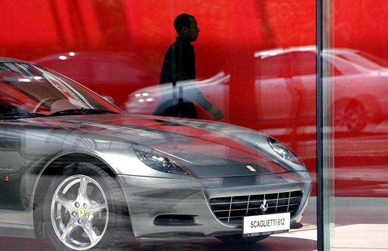 Автомобиль Ferrari Scaglietti 612 в автосалоне в поселке Барвиха