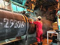 Рабочий насудне-трубоукладчике готовит трубы для «Северного потока— 2»