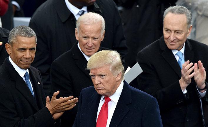 Президент США Дональд Трамп, бывший президент США Барак Обама, бывший вице-президент Джо Байден во время церемонии инаугурации Трампа в Вашингтоне