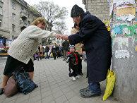 Попрошайка на одной из улиц в Кишиневе, Молдавия