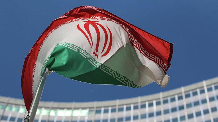 Иранский флаг напротив штаб-квартиры ООН в Вене