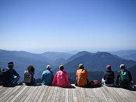 Туристы на обзорной площадке на вершине Роза Пик на высоте 2320 метров