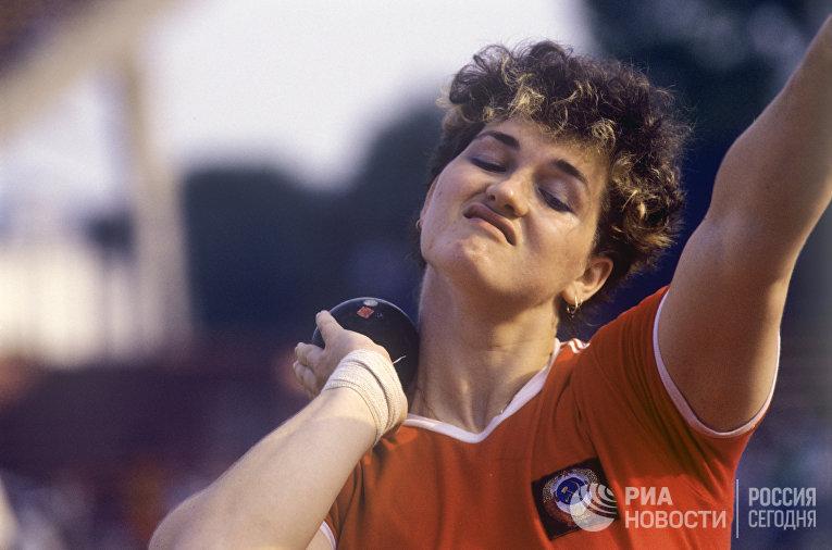 Наталья Лисовская - заслуженный мастер спорта, рекордсменка мира в толкании ядра