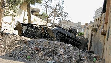 Уничтоженный танк во время боев в сирийском Идлибе